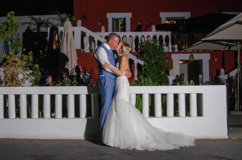 Wedding photographer in Santorini