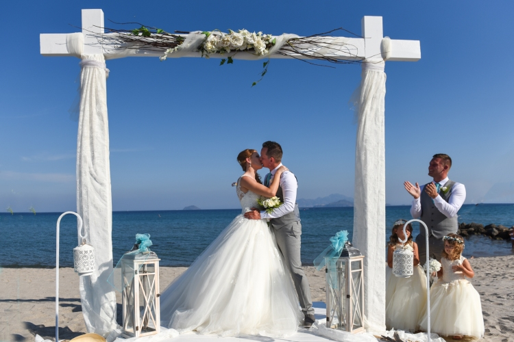 Wedding photographer in Greek island and Greece