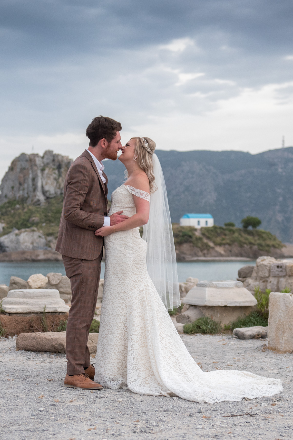 Photographer-in-Santorini-wedding in Kastri, Photographer-in -Greece-Kos-island-Paros-Naxos